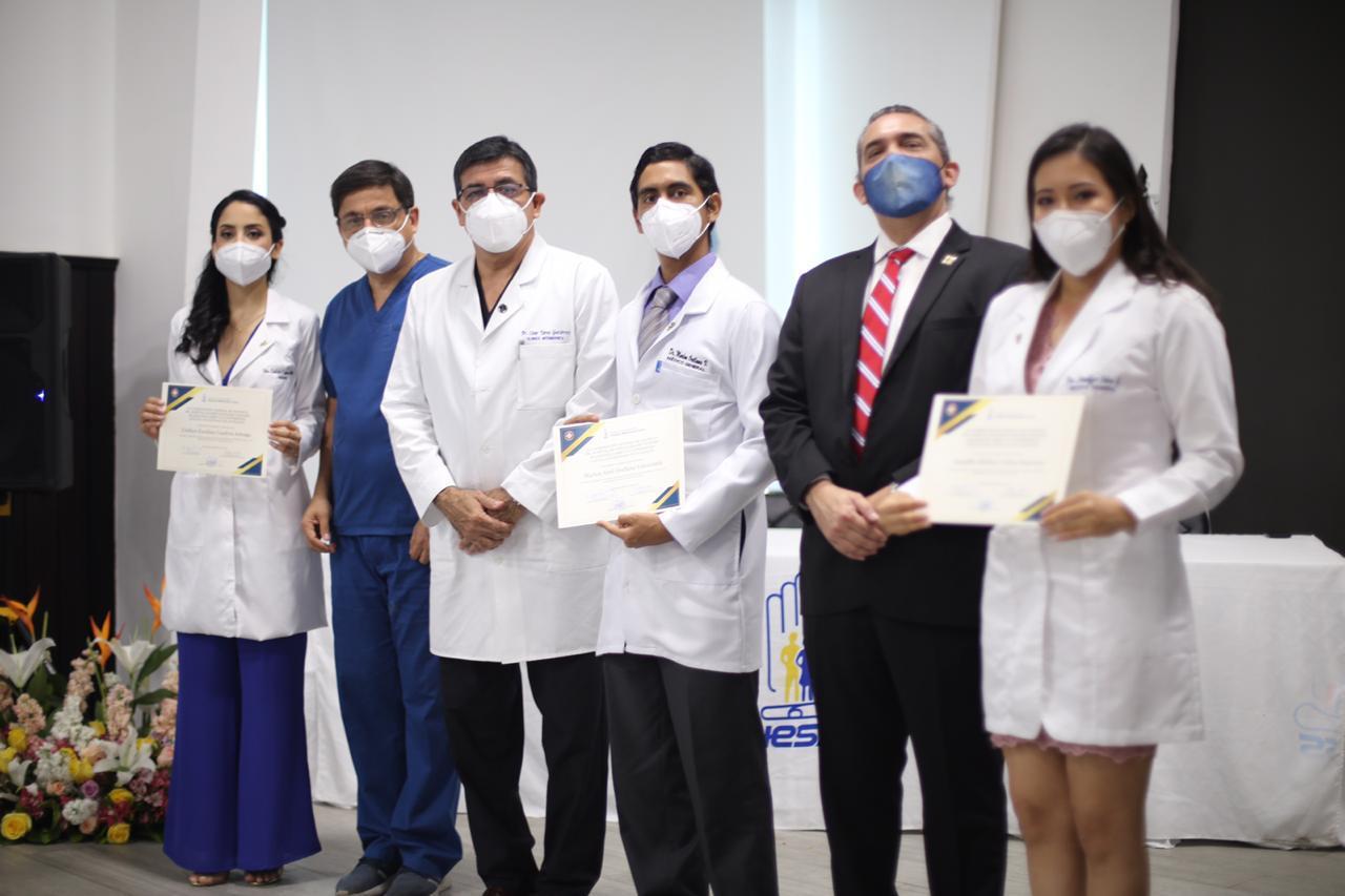 HTMC realizó imposición tradicional de mandiles a internos de medicina